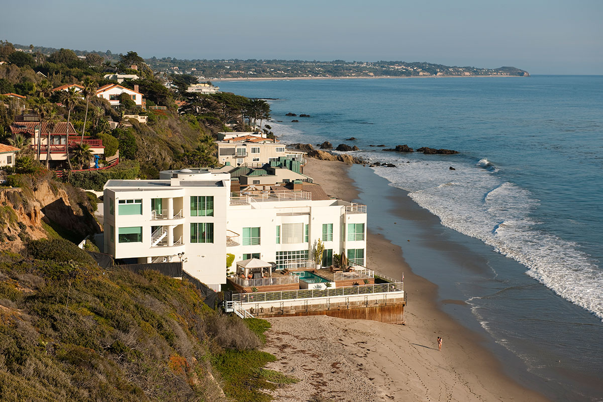 The immunity of malibu oceanfront homes mansion global - Beachfront houses in california ...