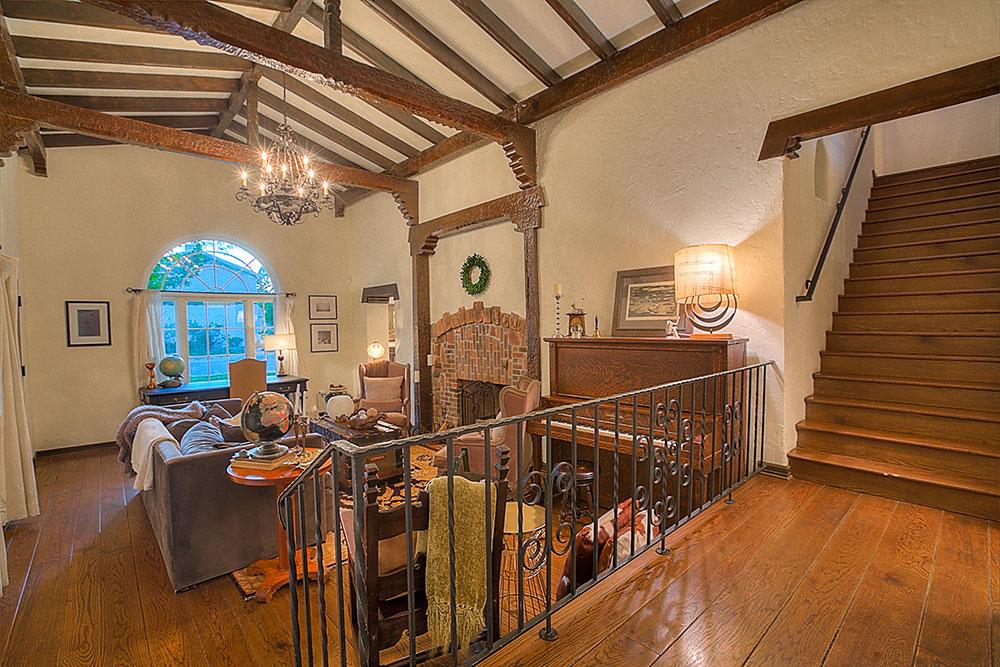 房屋内的古董原木地板已有近百年历史。