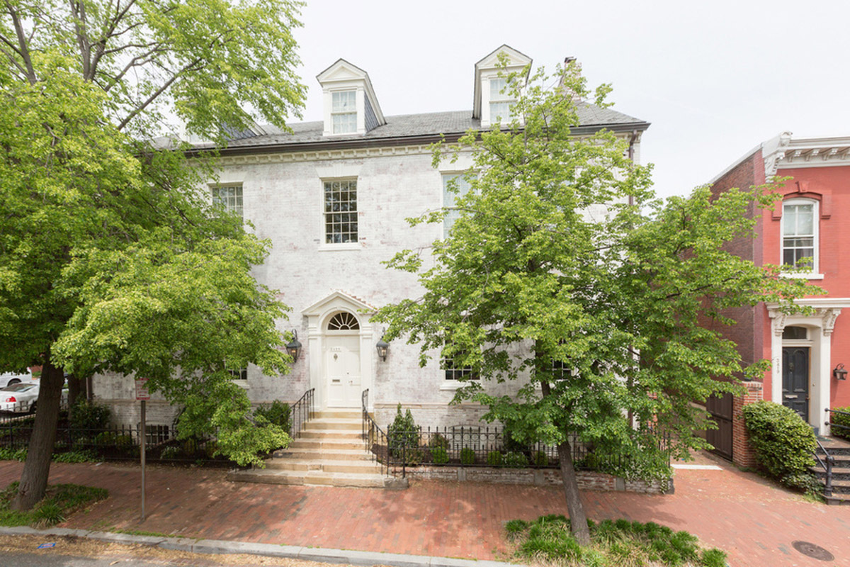 Five homes in and around d c fit for the first daughter for Georgetown home