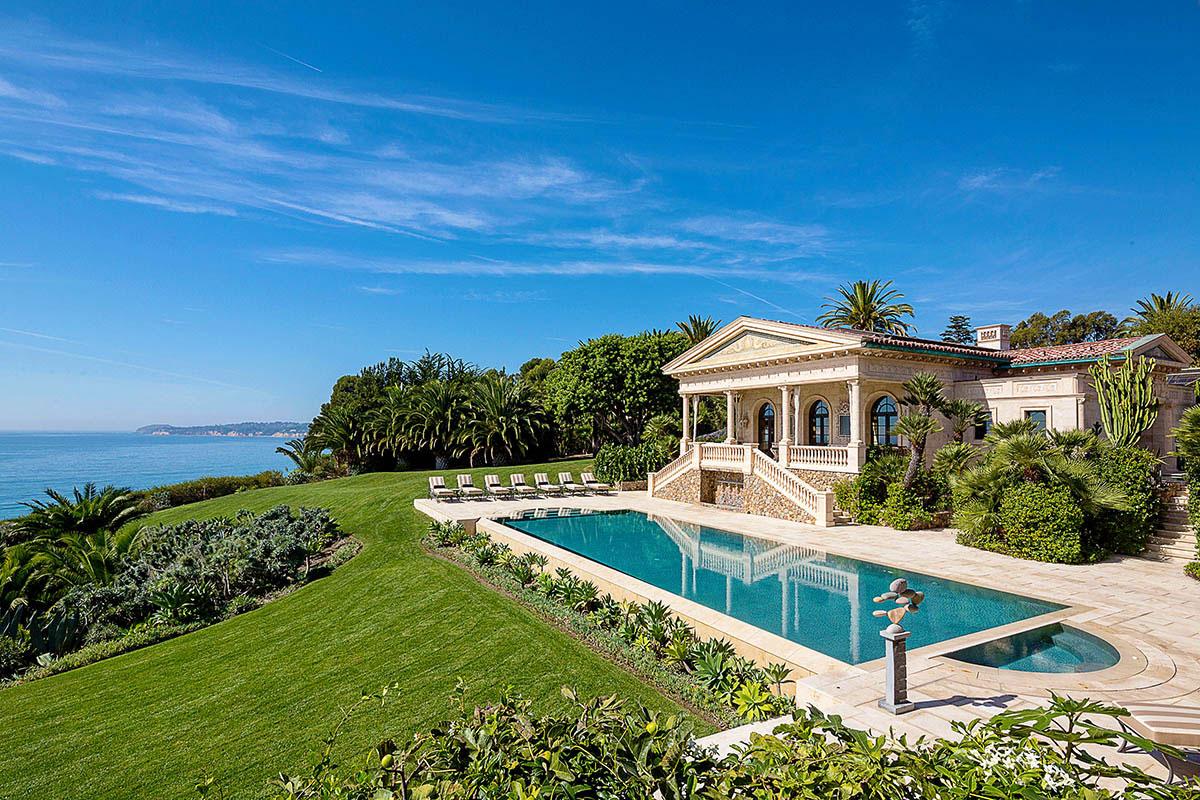 Lavish mansion rentals for this summer s getaways for Malibu mansions for rent
