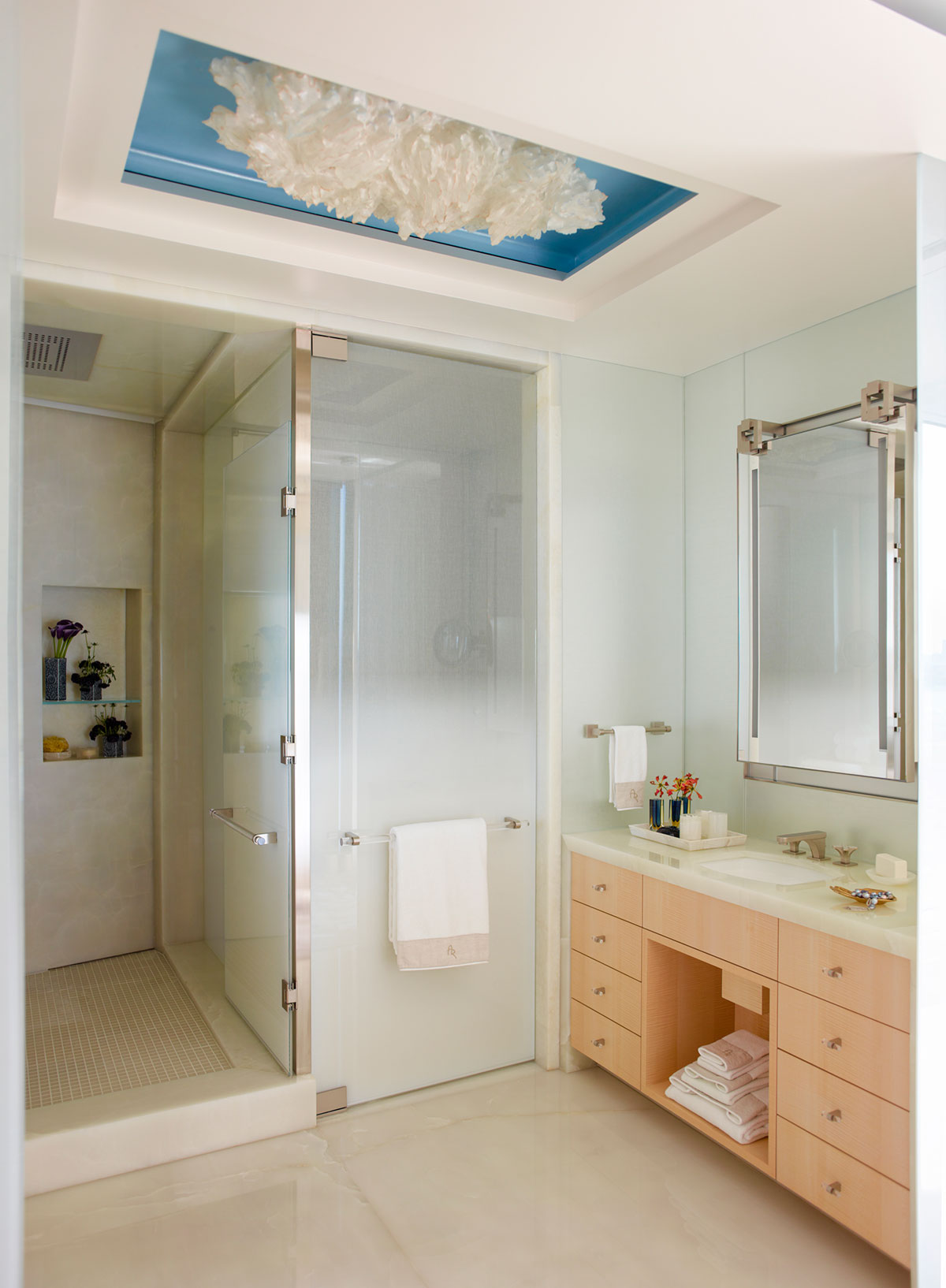 4 ideas to turn your bathroom into a spa mansion global for Turn your bathroom into a spa