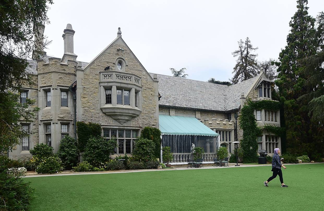 the playboy mansion sells to its neighbor for 100 million. Black Bedroom Furniture Sets. Home Design Ideas