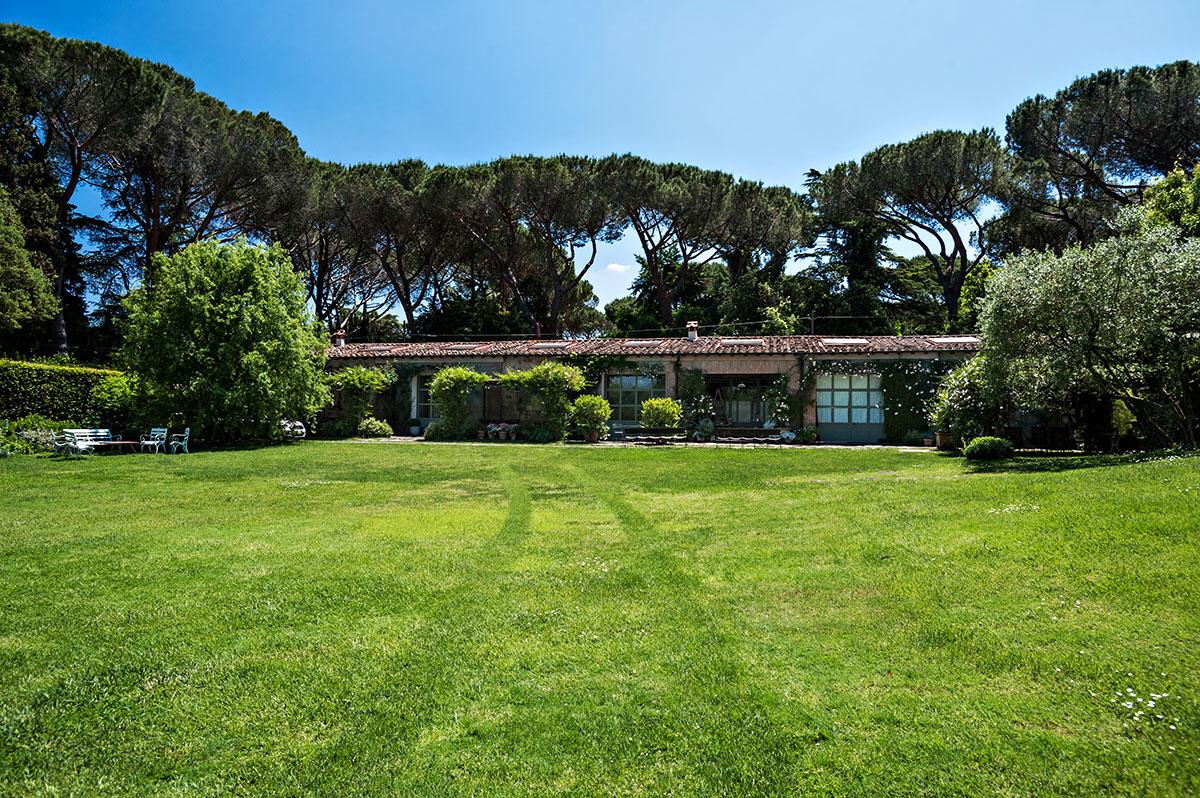 独立多功能别墅曾为马厩,先尚有大面积区域待开发。