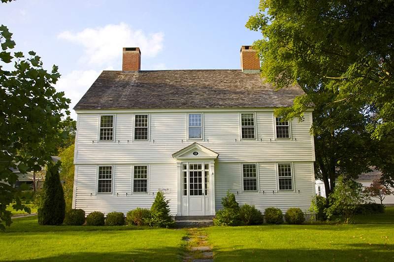 图为典型的二层结构,九窗一门的佐治亚殖民屋。(图片来源:Barry Winiker\/Getty Images)