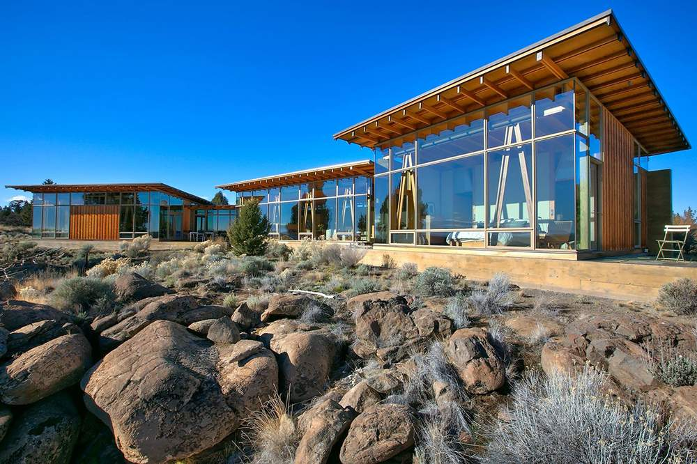"""房屋由美国著名建筑师詹姆斯∙卡特勒设计,房主为其命名为""""名树""""(Famous Tree)。Cascade Sothebys International Realty"""