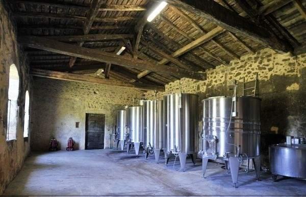 位于葡萄酒生产区波尔多的心脏地带,附带一处17世纪的城堡。红酒生产规模较小,可作为个人爱好投资,现酿酒团队愿意留任。查看房源详情(Christie's International Real Estate)