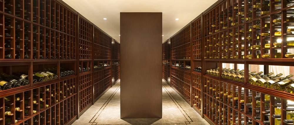 图为别墅内设的酒窖。(图片来源:BEIJING SOTHEBY'S INTERNATIONAL REALTY)