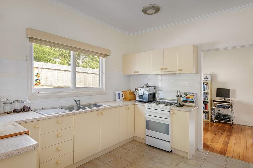 据经纪人介绍,房屋目前出租给一家英国籍住客,每周租金收入700澳元。(图片来源:Jack Peng)