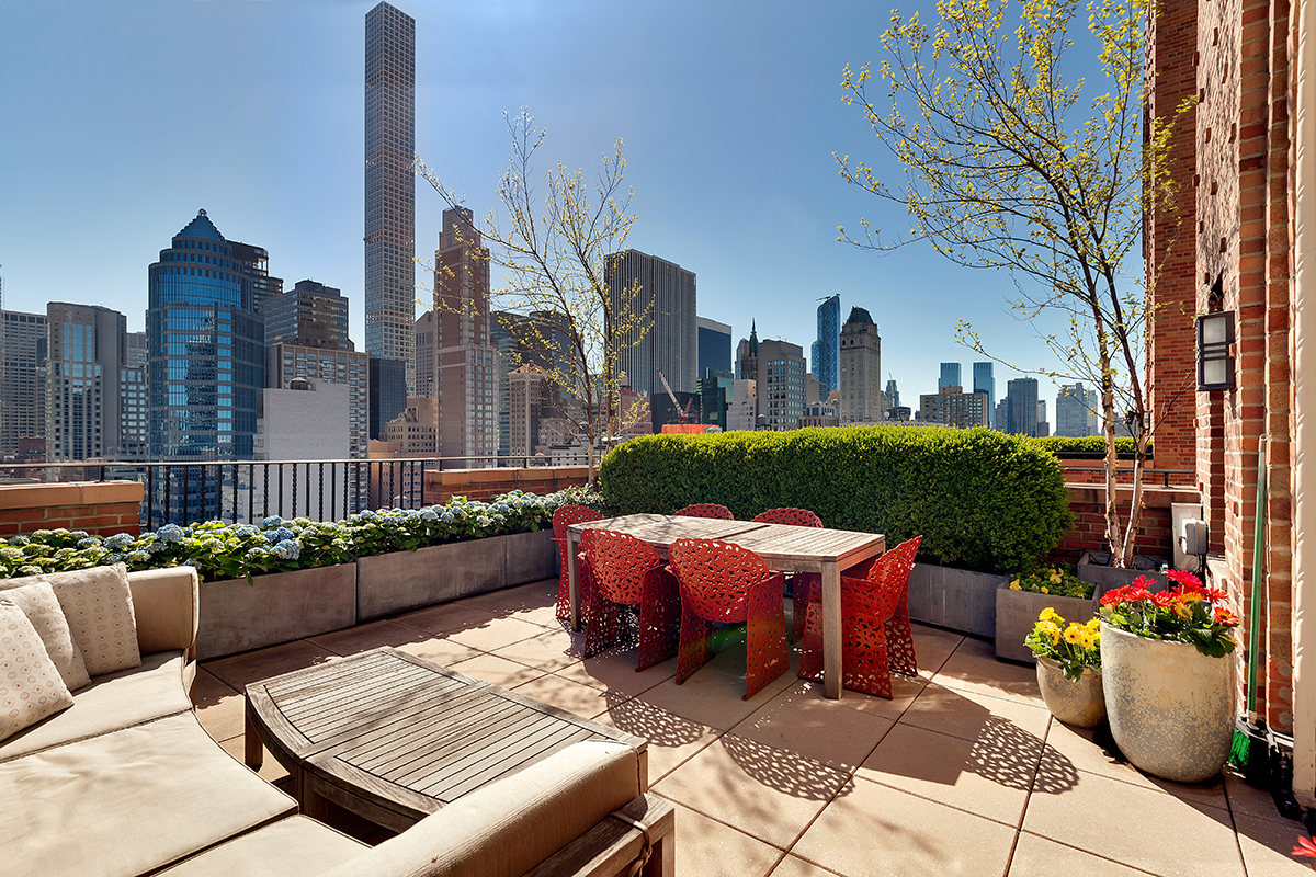 5 manhattan penthouses with enviable outdoor spaces. Black Bedroom Furniture Sets. Home Design Ideas