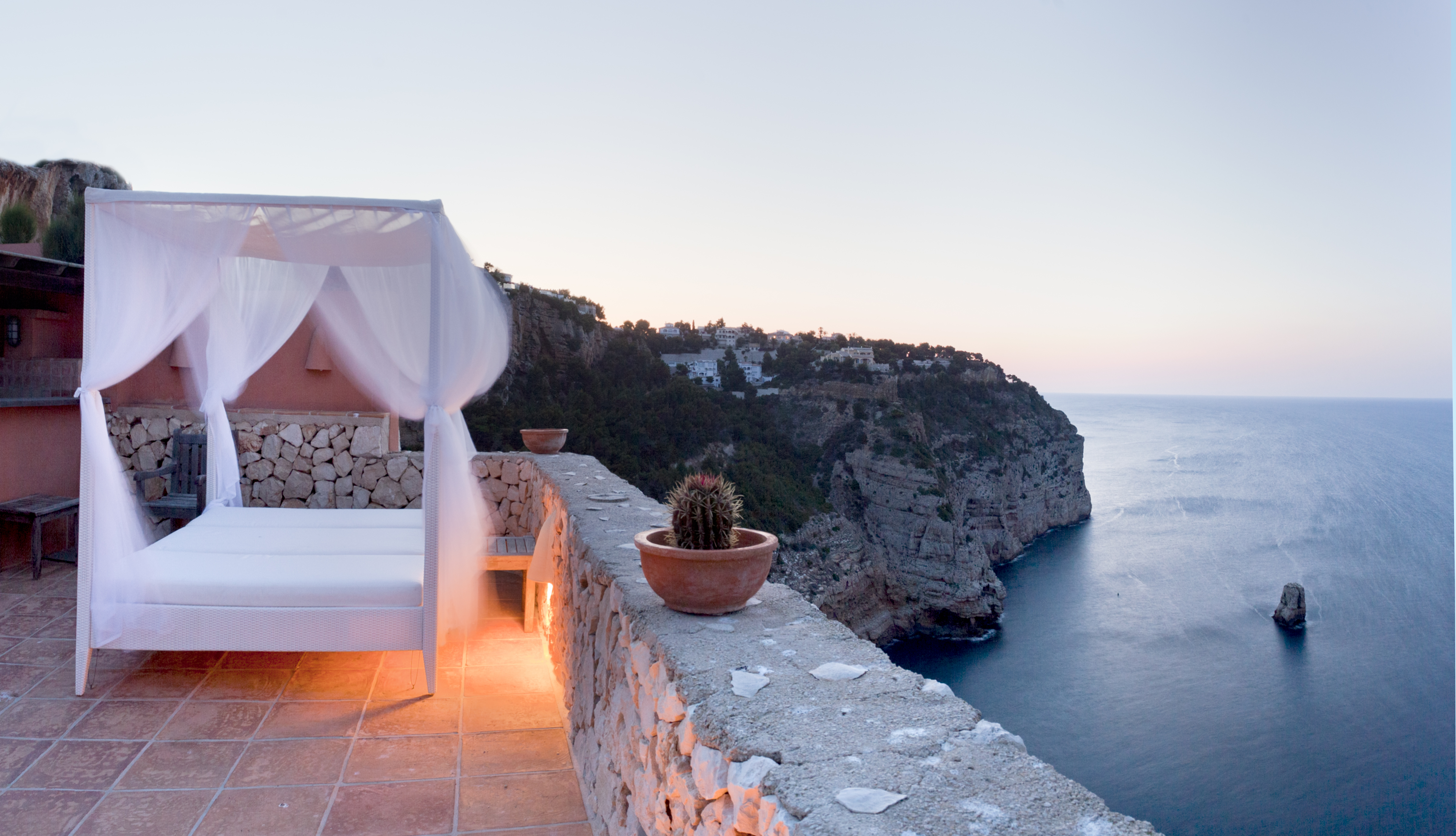 Life On Top Six Luxury Cliff Houses For Sale Mansion Global