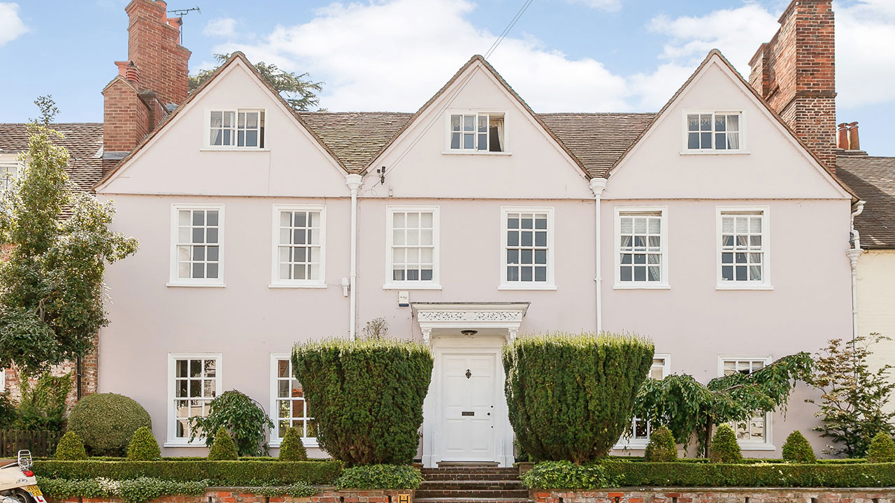 History Buffs Will Appreciate This Five-Bedroom House in Berkshire, England