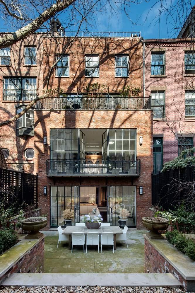 带有阶梯式花园的后院。(图片来源:Dolly Lenz Real Estate)