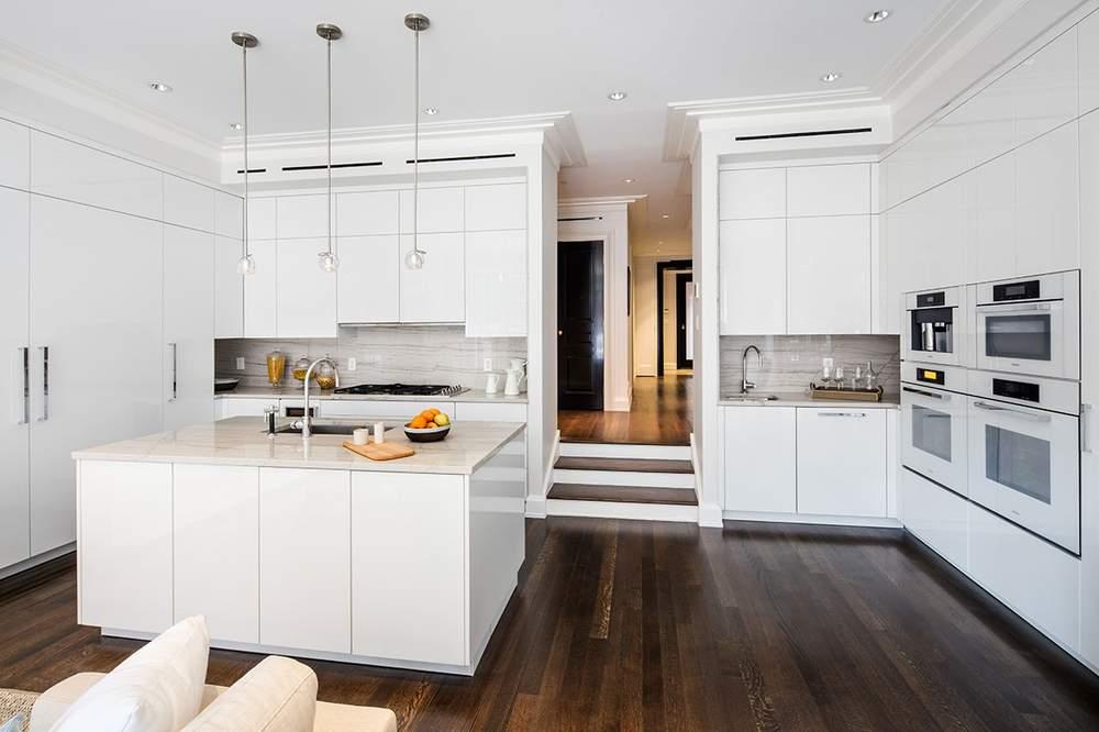 德国博德宝(Poggenpohl)品牌厨房配有美诺(Miele)电器。厨房位于花园层。(图片来源:Dolly Lenz Real Estate)