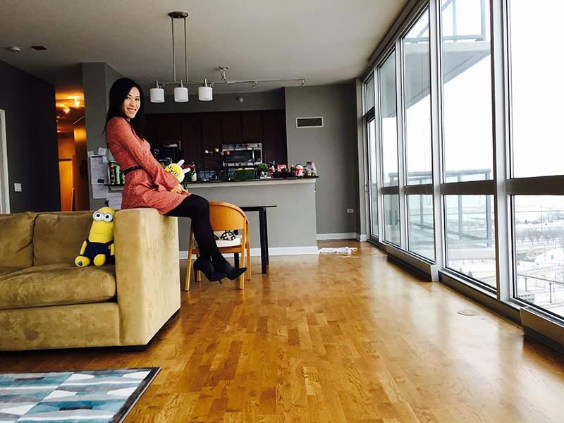 Claire Liao在父母为她出资购买的芝加哥市中心公寓中。(图片来源:Claire Liao)
