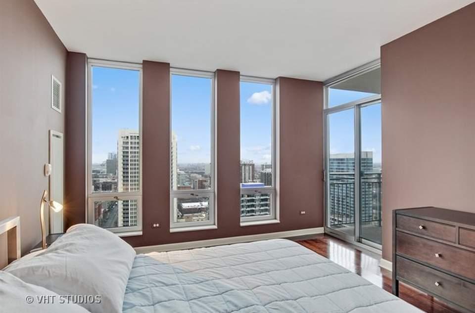 公寓铺有巴西樱桃木地板,卧室通向阳台。(图片来源:vht )