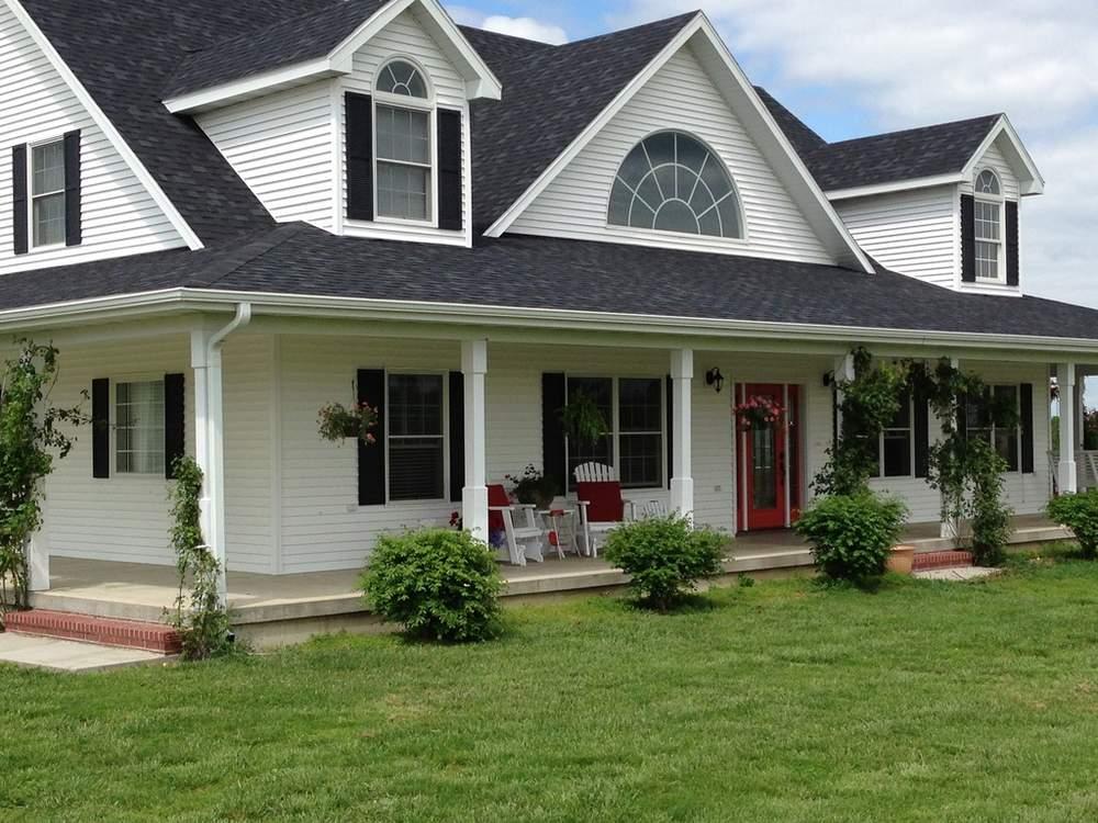 农场上建有两栋住宅,图为建于2007年的主屋,此外还有一栋百年历史的老宅。(图片来源:Patricia Maddux)