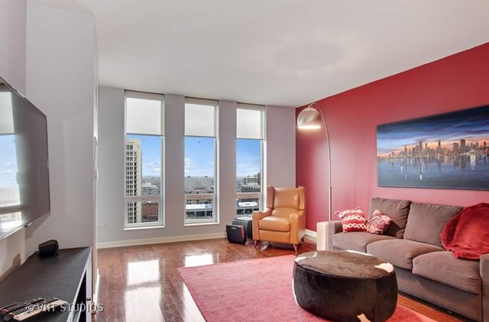 公寓为东南朝向。图为客厅。(图片来源:vht )