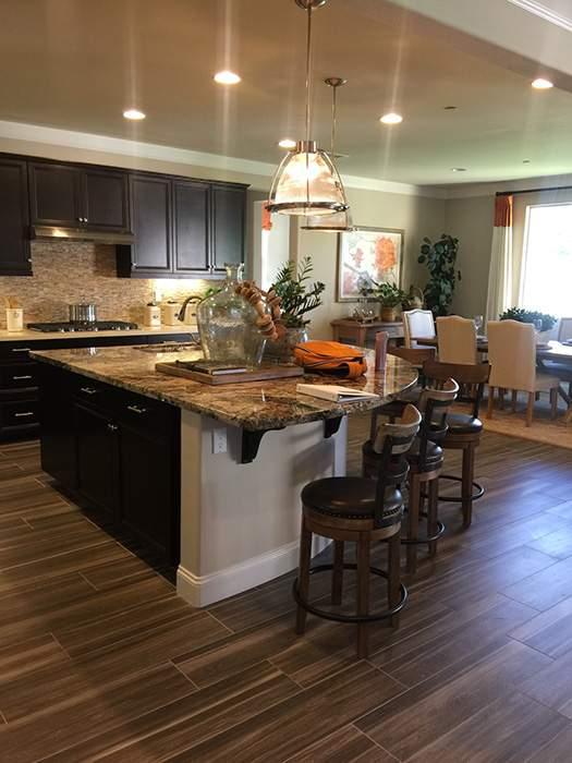 房屋内的开放式厨房。(图片来源:李迎东)