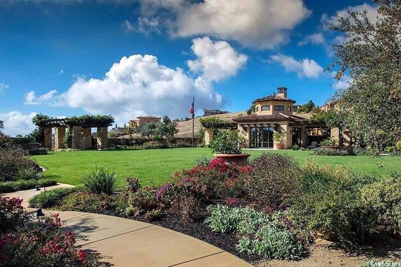 数据显示,全美封闭式小区内房产中位价为34万美元,其中最昂贵的几个社区集中在加州。图为加州埃尔多拉多丘陵的一处封闭式小区。点击链接查看这处在寰域居挂牌的待售房产。(图片来源:Coldwell Banker Residential Brokerage)